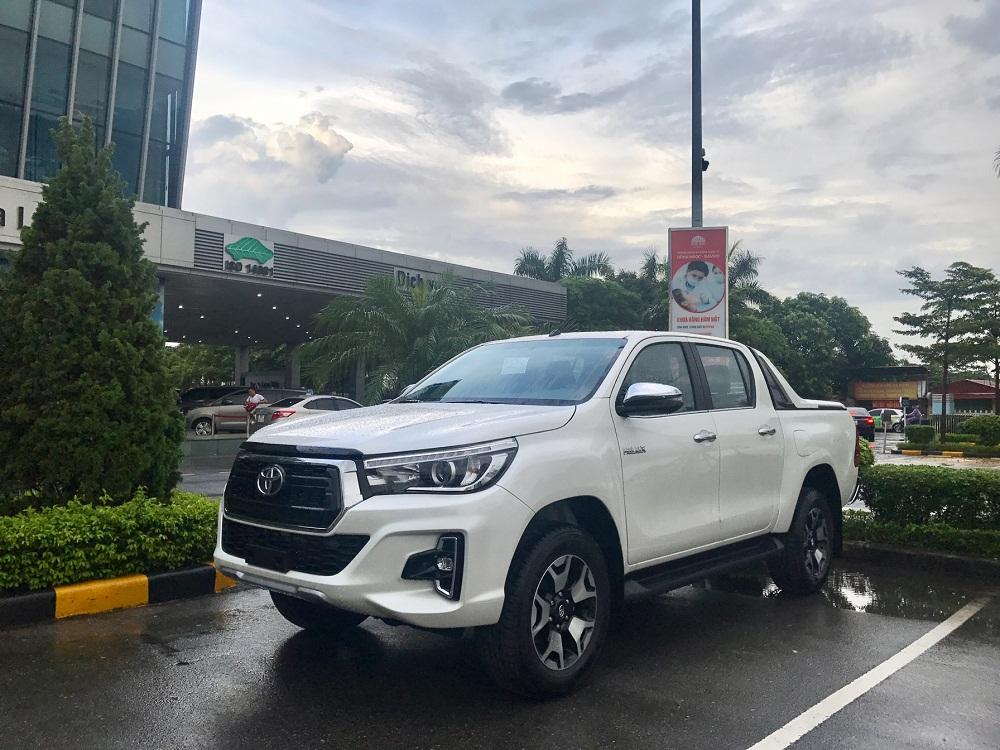Xe bán tải Toyota Hilux 2020